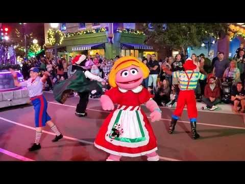 Sesame Street Christmas Parade - SeaWorld Orlando - New for 2019