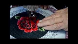 Bordando uma rosa com movimento livre em máquina comum