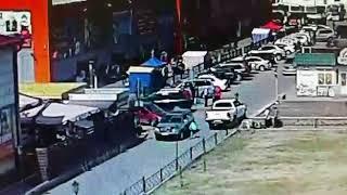 ДТП у фонтана: ребёнок выбежал прямо под колёса кроссоверу