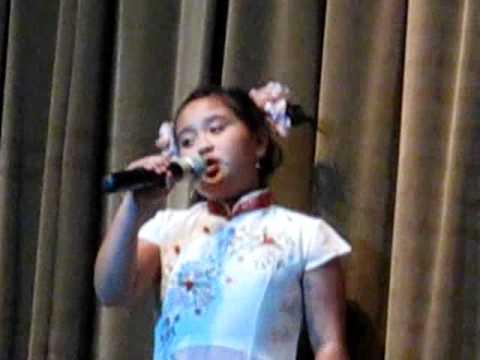 Bé hát cho vui