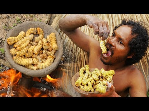 Primitive Skills - A Forest Man Find Big Worms And Cooked - Cooking Worms Natural Food