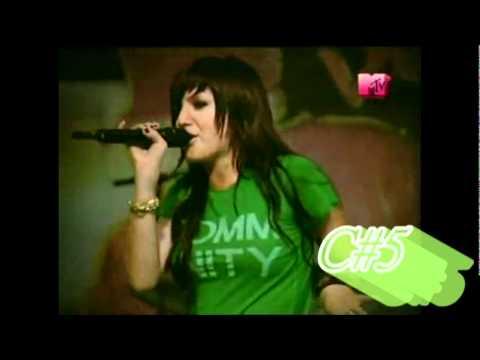 Ashlee Simpson Vocal Range-Eb3-E5 (Live)