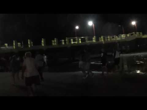 Nado con antorchas de los guardavidas de San Clemente del Tuyú