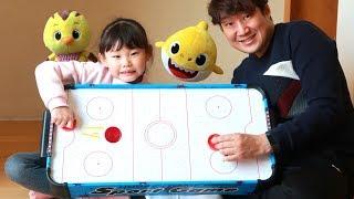 벌칙은 엉덩이로 이름쓰기! 라임의 하키 스포츠 보드게임 챌린지 아기상어&엄마까투리 장난감 놀이 LimeTube & Toy 라임튜브