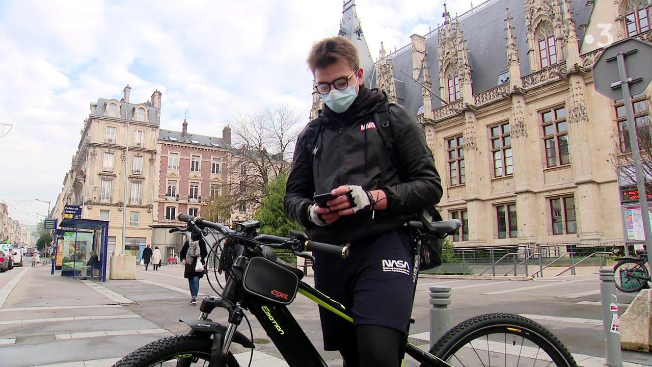 Download Yohan Henriot, jeune livreur à vélo à Rouen