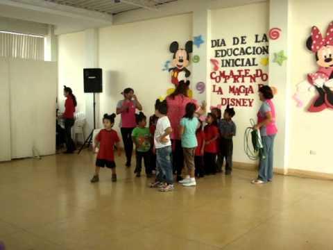JUGANDO CON LOS NIÑOS EN LA UCT