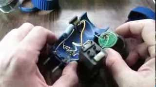 А что там внутри :)  разбираем светодиодный фонарик(А что там внутри :) разбираем светодиодный фонарик Сделано в России. Фонарь проработал на родном аккумулято..., 2014-02-09T16:28:37.000Z)