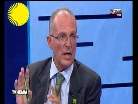 Prof. Cassola discussing Tonio Borg
