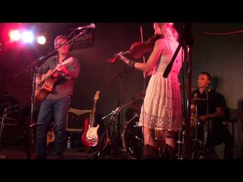 Brett & Ashleigh Dallas - Dueling Banjo - Medley