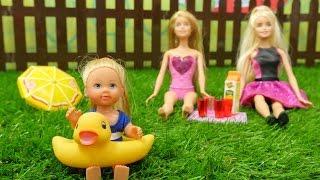 Игры Барби: Штеффи и подружки на пикнике. Распаковка ванной