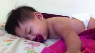 Baby woke up and feel back to sleep