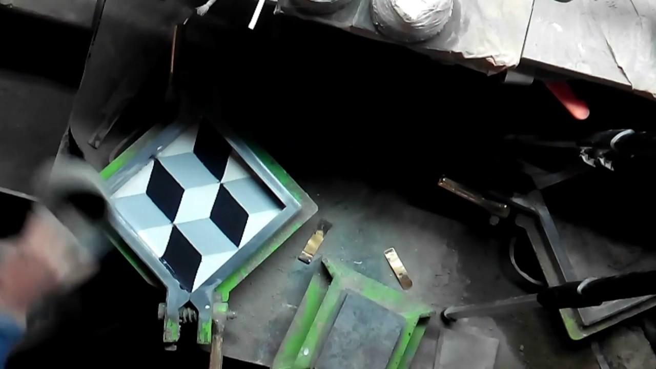 fabrication carreaux ciment cimenterie de la tour youtube. Black Bedroom Furniture Sets. Home Design Ideas