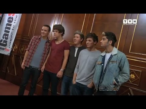 One Direction - The English Pop band present Take Me Home at X Factor Italy