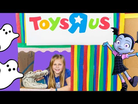 The Assistant Ultimate Spooky Toys R Us and Chuck E Cheese Huge Box Forts