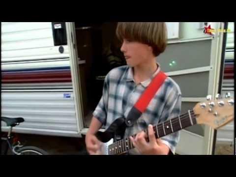 Brad Renfro plays guitar