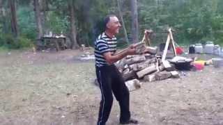 Армянин и узбек танцуют Джими