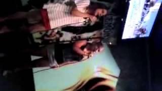 Eva y Yas en el karaoke