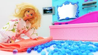 Видео для девочек. Что делает БАРБИ перед сном?  Как справиться с БЕССОННИЦЕЙ Барби? Игры #Барби