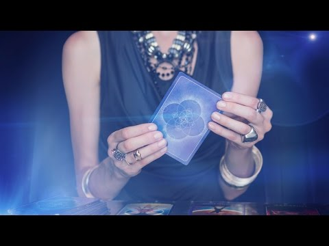How To Give Accurate Tarot Readings To Someone You Know