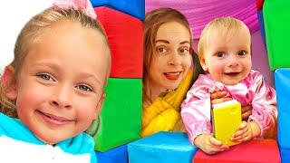 Крепость из подушек - Детская песня | Песни для детей от Майи и Маши