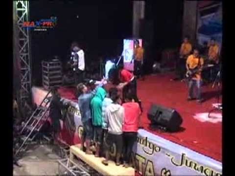 Ratna Antika ~ EDAN TURUN Monata Live in Bajomulyo Juwana 2015