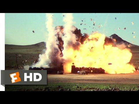 Mad Max 2: The Road Warrior - The Escape Scene (6/8) | Movieclips