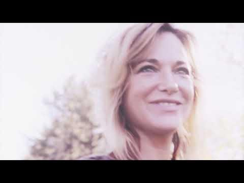Pascale B - Shine (Vidéoclip Officiel)