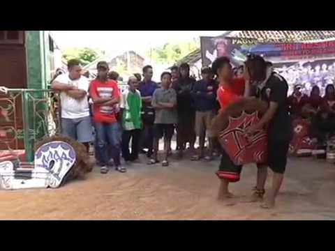 Traditional art from Indonesia Tri Mustiko (TM) live Muharto gang 7 Malang 28-3-2017