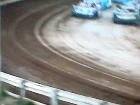 Bedford Speedway 8-12-16 SLM Heat 2 Rine vs D Troutman
