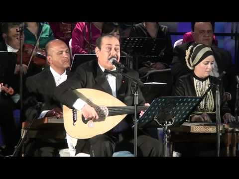 لطفي بوشناق يبكي إثر آداء أغنية 'أنا مواطن'