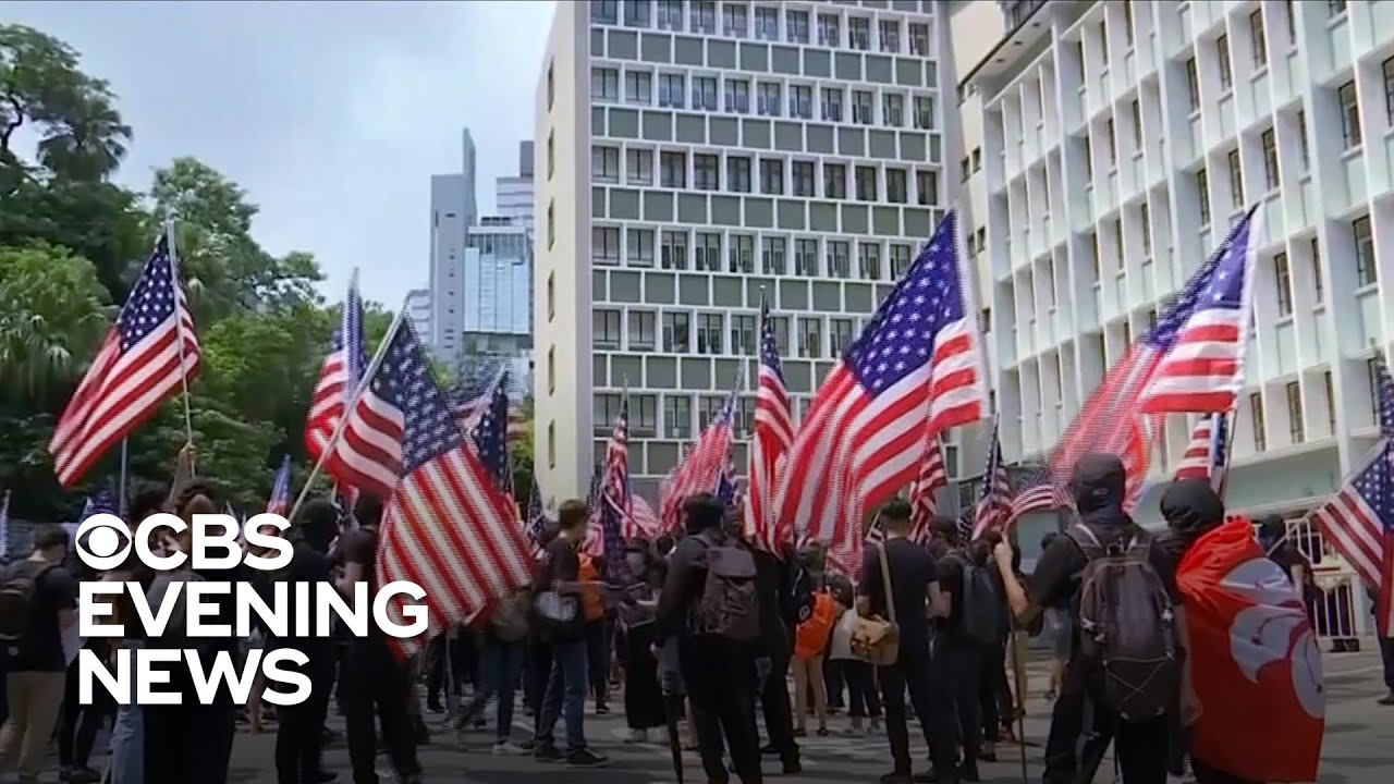 Hong Kong protesters wave American flags asking for help - YouTube
