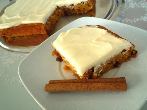 Carrot Cake with Cream Cheese Frosting (Möhrenkuchen mit Frischkäse-Creme)