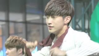 151017 B1A4 롯데월드몰 콘서트 : Lonely (진영 focus)