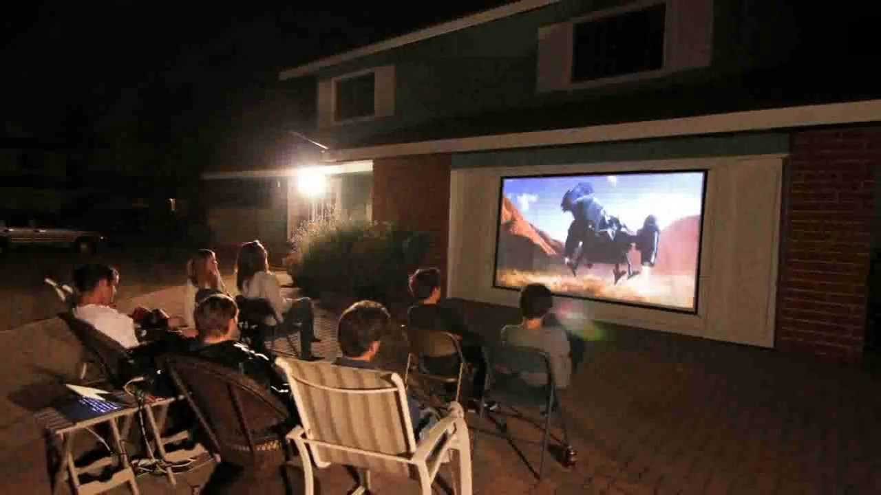 outdoor projection screen Elite's yard master series of outdoor theater screens is a connecting-frame projection screen that comes with its own transportation case it has a rugid desing to withstand outdoor use time after time.