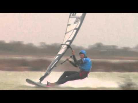 Records de vitesse à la voile : la guerre est ouverte entre kitesurf et windsurf !