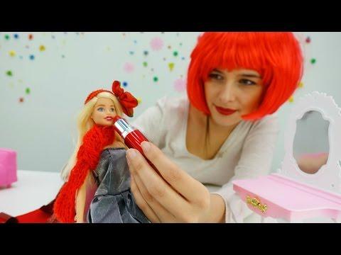 Видео для девочек про кукол и игры Барби. Барби встречает год петуха 2017. Детские игрушки на #ютуб