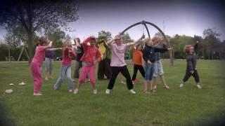Dansen met het animatieteam van recreatiepark De Klepperstee - Star Trekking