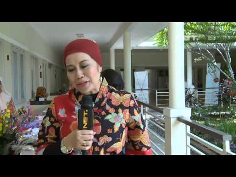 Entertainment News - Dewi Yull kunjungi panti lansia pada hari ibu