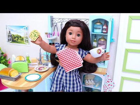 Baby doll makes healthy snack in the toy kitchen I Play Toys