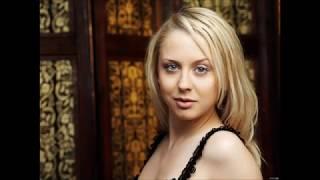 Mandy Dee  - The Queen