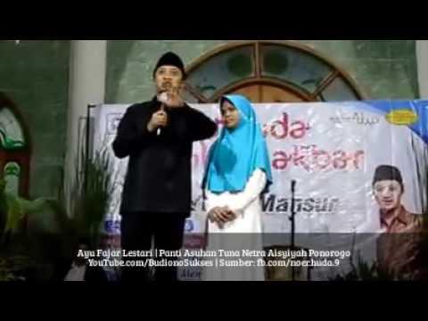Yusuf Mansyur Berangkatkan Umroh Gadis Tuna Netra Hafal Quran 30 Juz di Ponorogo