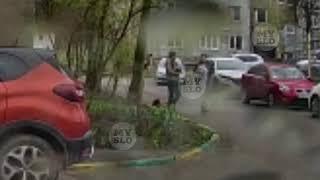 Туляк снял на видео как мужчина избивает ногами маленькую собачку