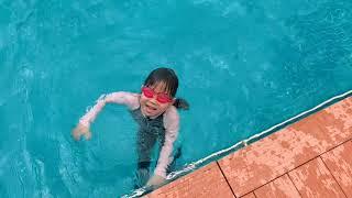 Đi học bơi cùng gia đình Lý Hải Minh Hà