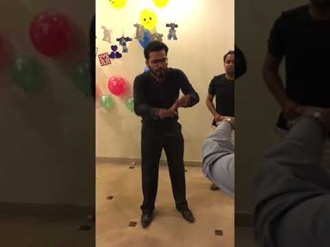 A doctor dancing on 24/7 lak hilna-funny video