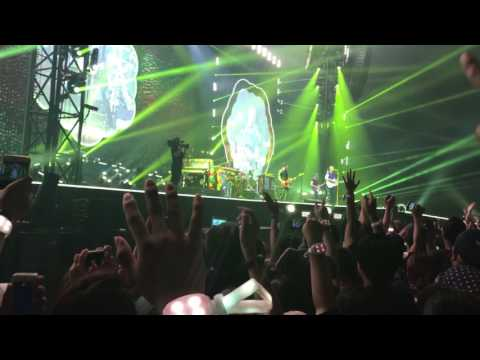 Coldplay - Yellow (Live in Bangkok 7/4/17)