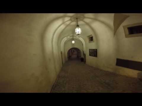 Cesky Krumlov - Nighttime solo walk - horror movie?