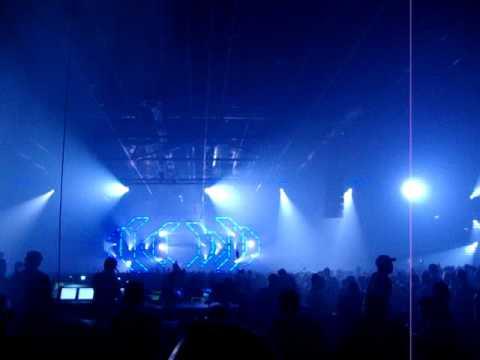 Sander van Doorn @ Energy 2011 - Utrecht, plays Arty - Zara