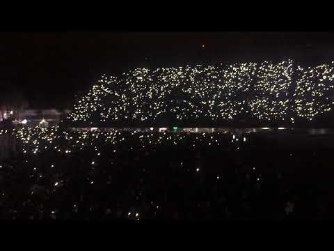 U2 conmueve en México cantando Cielito lindo