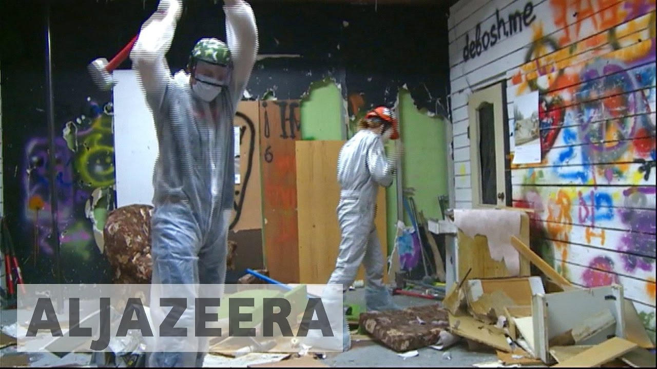 Russia: 'Rage rooms' in Moscow a smashing way to reduce stress