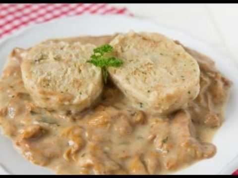 Výsledok vyhľadávania obrázkov pre dopyt Hríbový segedínsky guláš so zemiakovými knedličkami